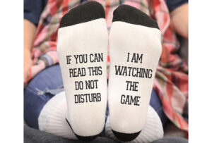 'Do not disturb' sokken I am watching the game